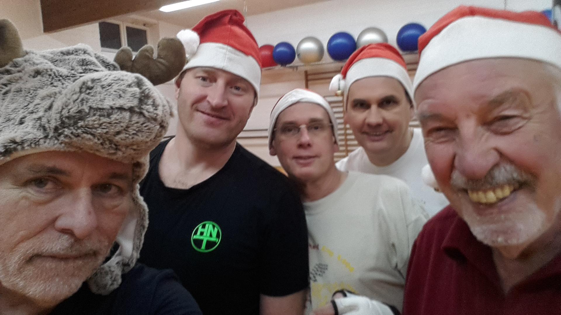 Weihnachtstraining mit Mütze !!